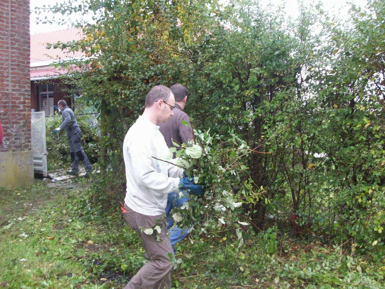 Debroussaillage du jardin de l 39 cole cole saint jules for Debroussaillage jardin